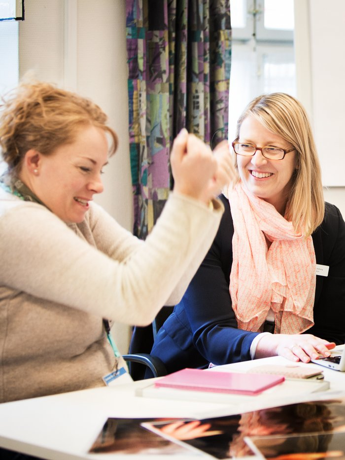 dyrlæge mette rasmussen ser glad ud på kursuset seminar for dyrlæger i 2016 med kerstin halberg som underviser
